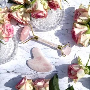 gua sha et roller en quartz rose