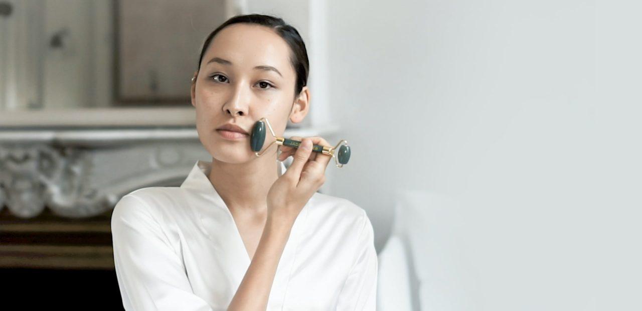 Nos outils de beauté Découvrez les secrets de beauté des impératrices chinoisesInitiez-vous aux rituels de soins hérités de la médecine traditionnelle chinoise avec nos outils en pierres semi-précieuses aux multiples vertus. Découvrir